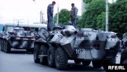 БТР, сфотографированный журналистами после кровавых событий в Андижане, май 2005 г.