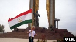 Парчами миллии Тоҷикистонро ширкаткунандагони дави марафонӣ аз шаҳри Турсунзода то Роғун бурданд