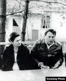 Андрэй Макаёнак з жонкай