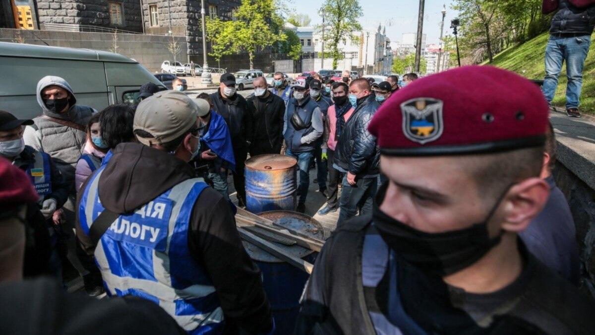 Полиция начала служебное расследование из-за конфликта между патрульными и журналистом