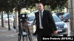 Saša Sinđelić na putu u sudnicu u Podgorici