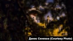 Потрет президента России Владимира Путина на стене здания в Севастополе