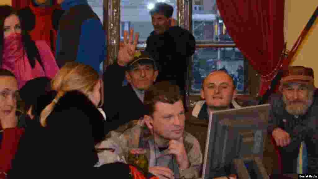 До аннексии Крыма Олег Приходько возглавлял ячейку партии «Свобода» в том же районе Крыма, где жил. Он трижды был на Майдане Независимости в Киеве во время Революции Достоинства