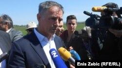 Pupovac kaže kako je objavom da je prikupljeno dovoljno potpisa za ovaj referendum dobio novu temu za razmišljanje