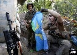 Українські військовослужбовці під час боїв в Авдіївці. Червень 2016 року