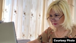 Активистка Санавар Закирова на одном из судебных заседаний, проводимых в онлайн-режиме.