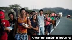 Мигранты в Мексике на пути к границе с США в январе 2019 года