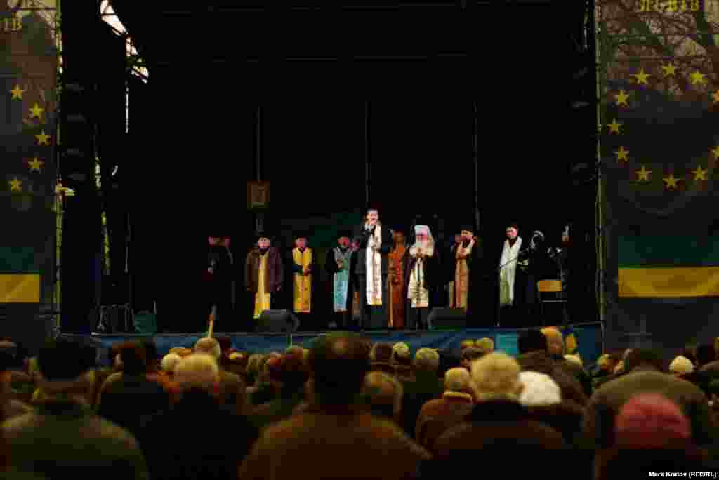 Духовенство на Евромайдане во Львове