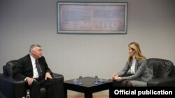 Ministrja, Dhurata Hoxha në takim me Kryeprokurorin, David Schwendiman