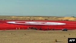 العلم التونسي العملاق في صحراء الجنوب التونسي، 2 آيار 2015
