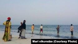 ადგილობრივები აფრიკის სანაპიროზე