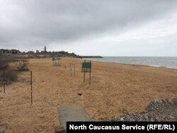 В Каспийске единственный пляж в черте города начали засыпать несколько дней назад