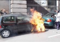 An unidentified Iranian woman immolating herself (file photo) (gooya.com)