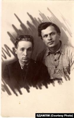 Кузьма Чорны і Адам Бабарэка. Ліпень 1925 г. З фондаў БДАМЛМ.