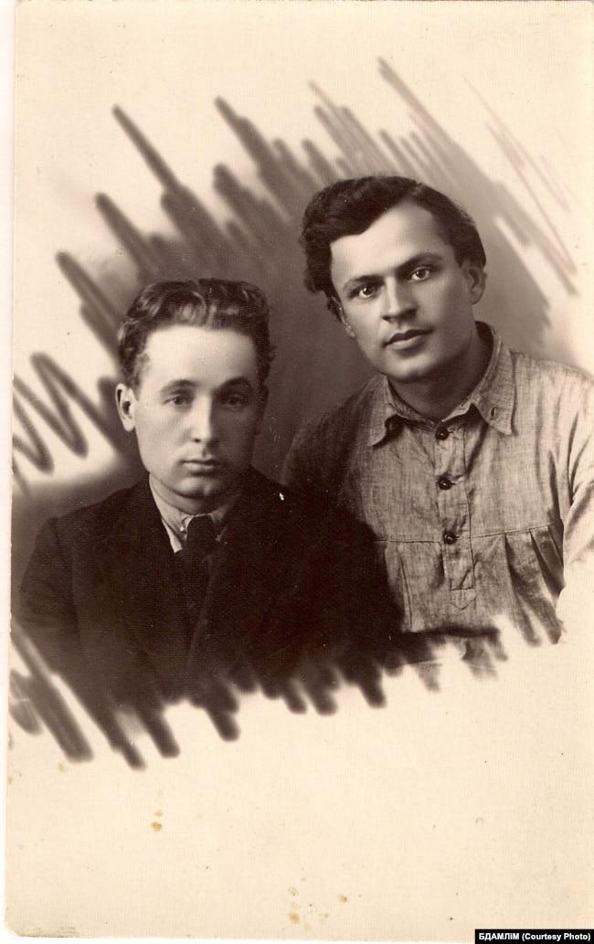 Разам з Кузьмой Чорным, ліпень 1925 г. (Беларускі дзяржаўны архіў-музэй літаратуры і мастацтва)