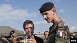 Генсек НАТО Андерс Фог Расмуссен в Косово