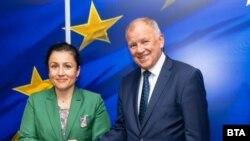 Министър Десислава Танева и еврокомисарят по здравеопазване и безопасност на храните Витянис Андрюкайтис