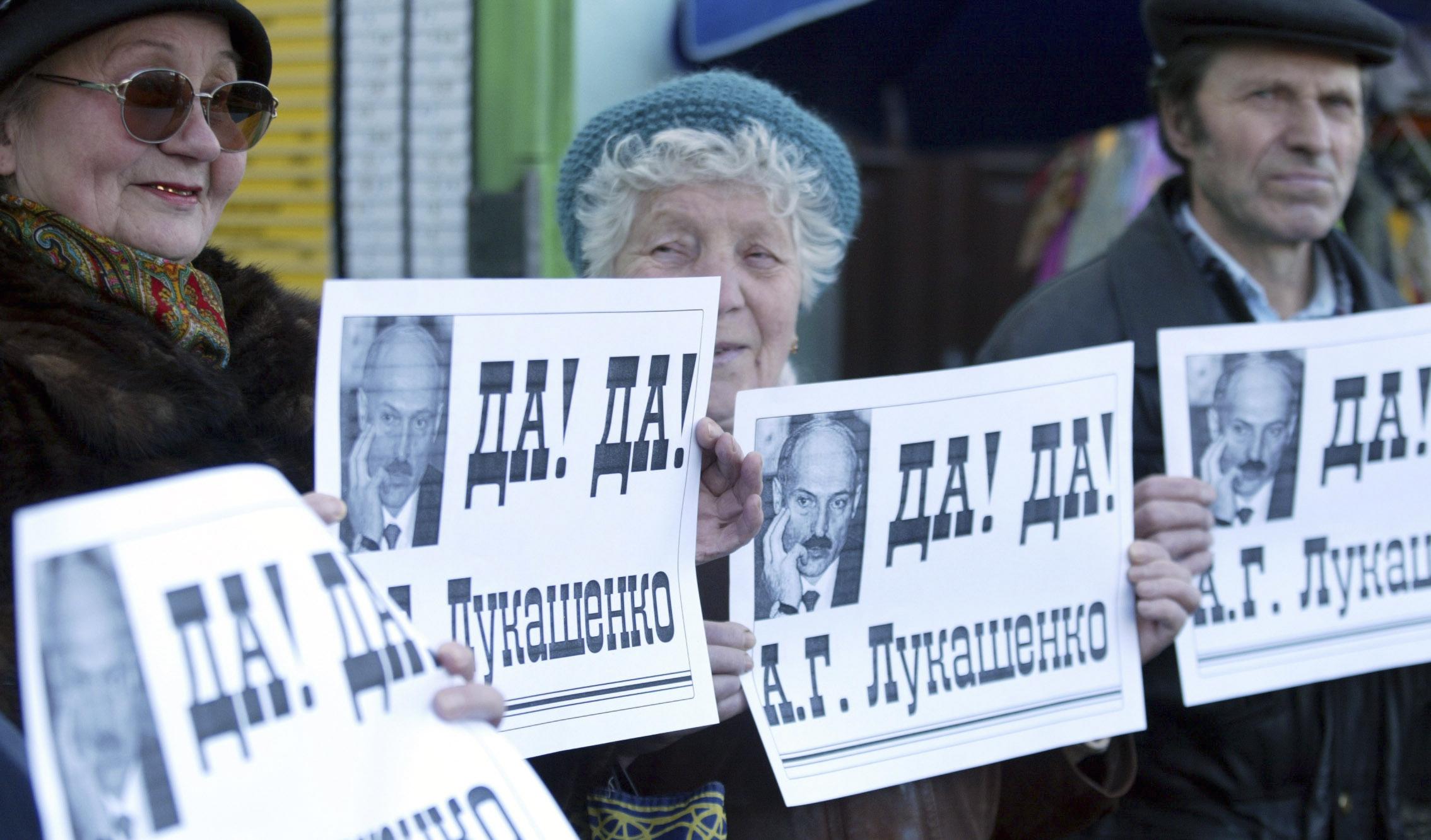 У 1995 годзе Лукашэнка ініцыяваў рэфэрэндум, каб памяняць дзяржаўную сымболіку, зрабіць расейскую мову дзяржаўнай і атрымаць права распускаць Вярхоўны Савет. Што адбылося, калі дэпутаты апазыцыі абвясьцілі галадоўку пратэсту ў парлямэнцкім будынку?