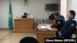 В зале судебного заседания, где рассматривают дело о предполагаемых хищениях средств, выделенных на счетчики тепла в Сарани.