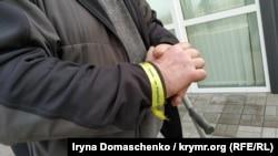 Браслет «Крим – це Україна» на руці Едема Бекірова