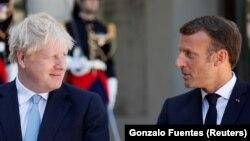 Kryeministri britanik, Boris Johnson (majtas) dhe presidenti francez, Emmnauel Macron.