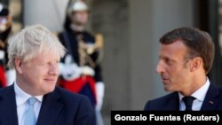 Kryeministri britanik, Boris Johnson dhe presidenti francez, Emmanuel Macron.