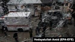 Під час одного з нападів озброєні невідомі напали на пологовий будинок у Кабулі, вбивши 16 людей, зокрема двох новонароджених