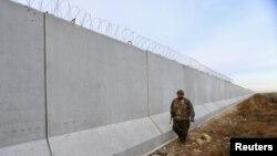 Türkiyə-Suriya sərhədinin böyük bir hissəsi kürd YPG qüvvələrinin nəzarətindədir.