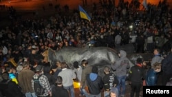 28 сентября 2014 года на центральной площади Харькова активисты снесли памятник Ленину