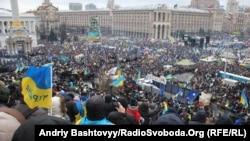 Тәуелсіздік алаңындағы «миллиондар шеруі». Киев, 8 желтоқсан 2013 жыл.