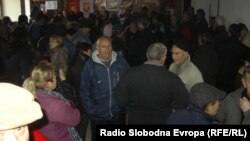 Протест на стечајците пред седиштето на ВМРО-ДПМНЕ во Куманово.