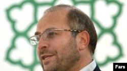 روزنامه اعتماد خبر از مصالحه میان قالیباف و احمدی نژاد داده است.