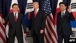 Президент Республики Корея Мун Чжи Ин, президент США Дональд Трамп и премьер министр Японии Синдзо Абэ накануне встречи
