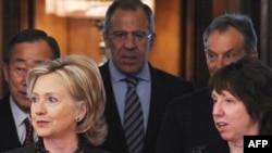 Members of the Middle East Quartet: Ban Ki-moon (left), Hillary Clinton, Sergei Lavrov, Tony Blair, and Catherine Ashton in Moscow today