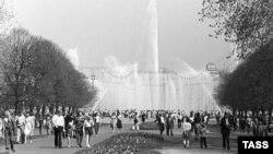 Московский парк культуры и отдыха имени Горького, 1981 г. В то время за операции с валютой можно было попасть за решетку
