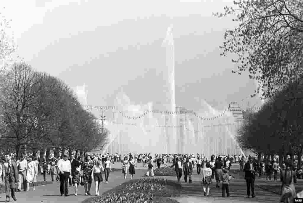 """The park was a major center of """"leisure and culture"""" during the Soviet era."""