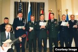 Американские офицеры поют русские песни