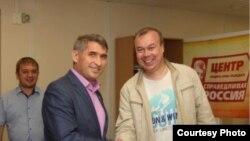 Леонид Волков (справа)