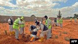 На 23 юни край Тархуна, близо до Триполи, бяха открити масови гробове