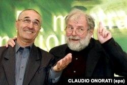 Lucian Pintilie cu Gheorghe Dinică la o ședință foto la Festivalul Filmului de la Veneția la 7 septembrie 2001
