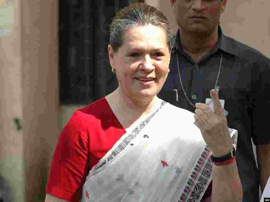 7. Индиянең хакимияттәге Милли конгресс партиясе президенты Соня Ганди (64)