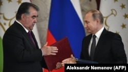 Russian President Vladimir Putin (right) and Tajik counterpart Emomali Rahmon attend a signing ceremony after their talks at the Kremlin in Moscow on April 17.