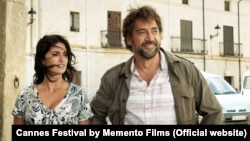 Spanish stars Penelope Cruz and Javier Bardem in a scene from Asghar Farhadi's film Everybody Knows