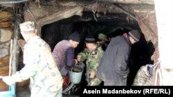 Жыргалаң шахтасында карьер ичинде калган эки шахтерду куткаруу учуру. 23-апрель, 2017-жыл