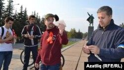 """""""Сул фронт"""" хәрәкәте башы Дмитрий Чувилин (уртада)"""