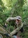 Ovo je bjeloruski ornitolog Uladzimer Ivanouski. Iako je rođen u Dagestanu, u Bjelorusiju se preselio 1972. godine, nakon što se zaljubio u prirodu regije Vicebsk.