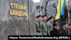 Захід відбувся біля пам'ятника лідера ОУН
