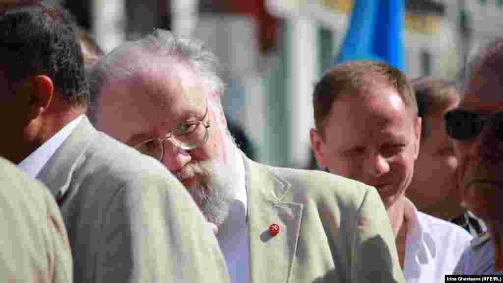 Глава ЦИК Владимир Чуров принял участие в молебне и крестном ходе на улице Инльинке