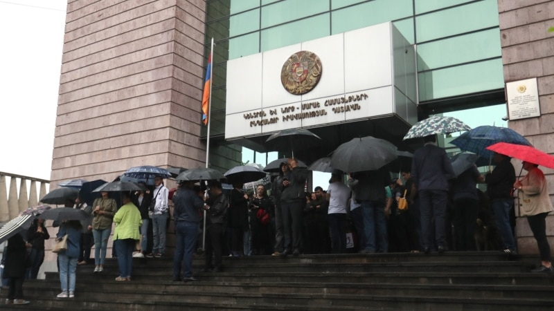 Armenian Courts Blocked By Government Backers