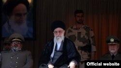 علی خامنهای در مراسم اهدای سردوشی به افسران در روز شنبه